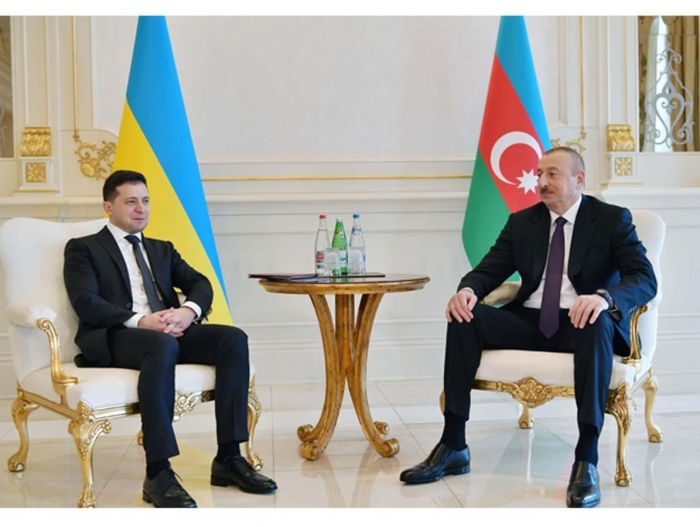 Following the Azerbaijan's example might give Zelensky a chance for reelection