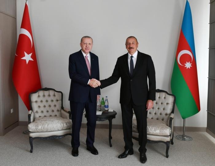 Azerbaijani, Turkish presidents held one-on-one meeting